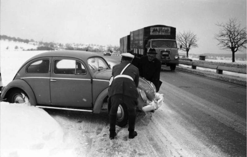 1015-KarlsruheAutobahnpolizei1969_resized